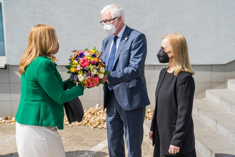 privítanie prezidentky SR Zuzany Čaputovej predsedom SAV Pavlom Šajgalíkom a riaditeľkou BMC SAV Silviou Pastorekovou